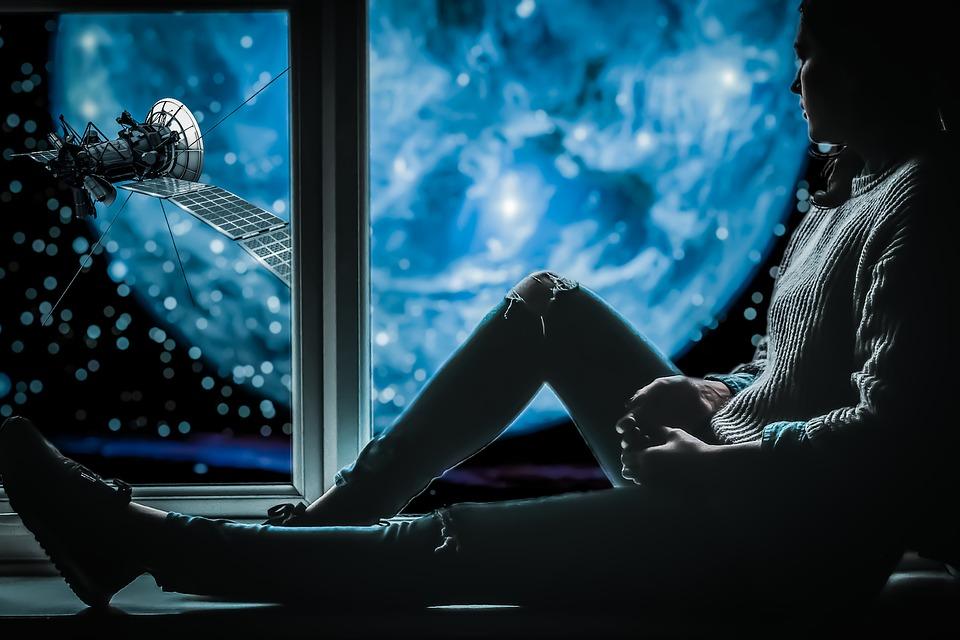 žena, pohľad z okna