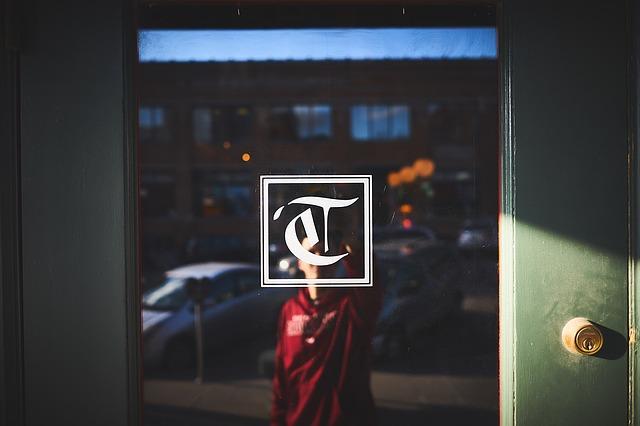 dveře ze skla