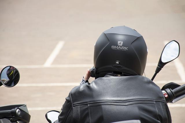 motorkářská helma