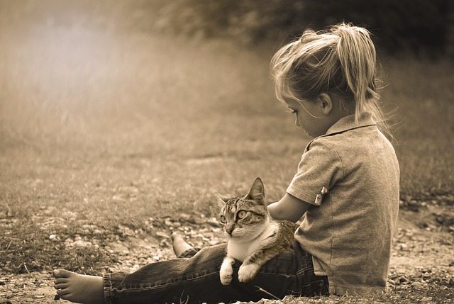 dieťa s mačkou.jpg