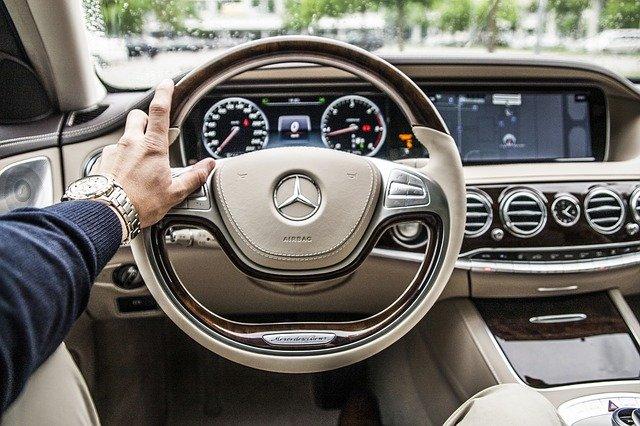 Mercedes volant.jpg